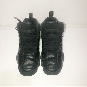 Jordan's Youth (Gs) team 2 Jump man all black.